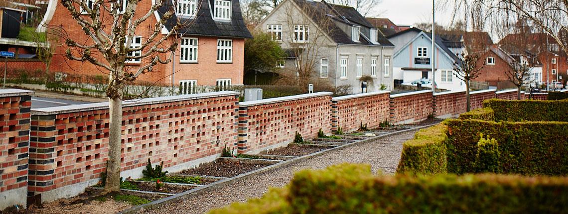 Hobro Kirkegård – Kirkegårdsmur