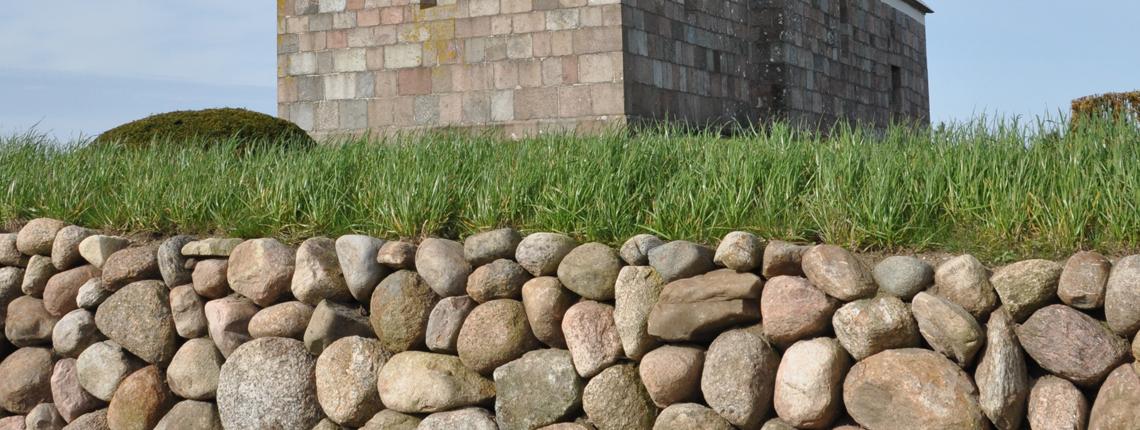 Heldum Kirkegård – Renovering af stendige